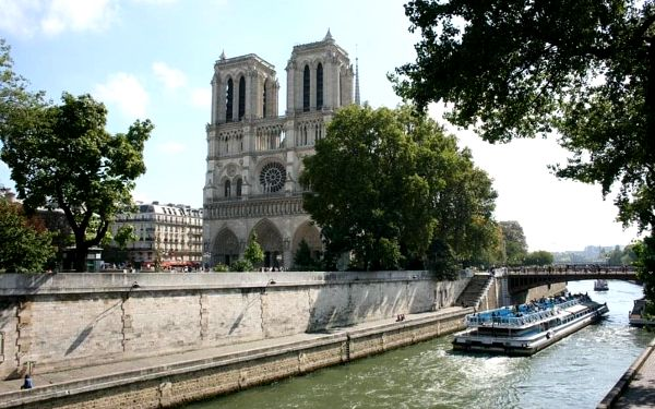 Romantický víkend v Paříži v moderním hotelu 4 dny / 3 noci, 2 os., snídaně