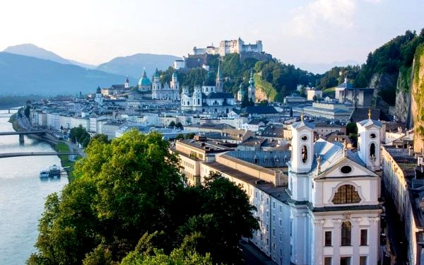 Moderní hotel v centru Salzburgu za skvělou cenu 4 dny / 3 noci, 2 os., snídaně