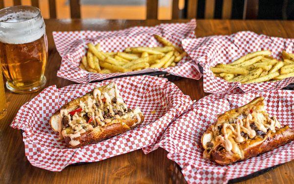 Občerstvení pod Žižkou: sendvič, hranolky, pití