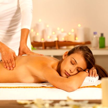 Odpočinek v salonu Royal: exotická masáž a maska