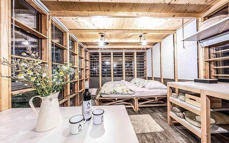 Ubytování ve stylovém altánu Sasanka v přírodní zátoce řeky Orlice