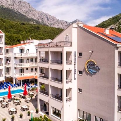 Chorvatsko, Drvenik: Hotel Antonija
