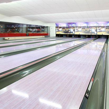 Hodina bowlingu až pro 8 hráčů a 2 křupavé pizzy