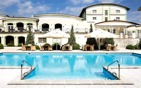 Letní pobyt v Plzni se snídaní a venkovním bazénem