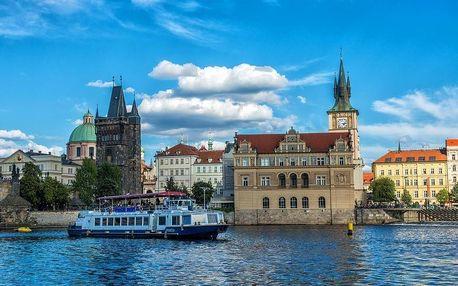 Romantická dvouhodinová plavba po Vltavě s čtyřchodovou večeří pro 2 osoby