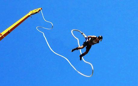 Bungee katapult: adrenalinový let do výšky 36 metrů