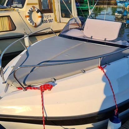 Baťův kanál: půjčení kajutového motorového člunu