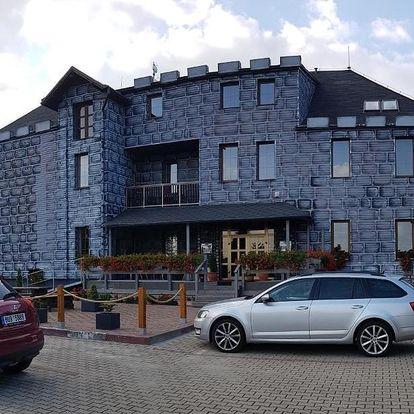 Navšivte Tiské stěny: Hotel Camelot