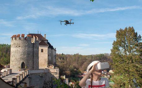 Vyhlídkový let dronem sledovaný brýlemi pro VR