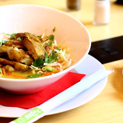 Thajská kuřecí polévka a variace sorbetů se sezónním ovocem pro 2 osoby
