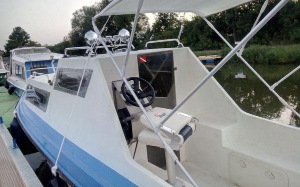 Motorový člun Kinka pro 8 osob (½ dne)2