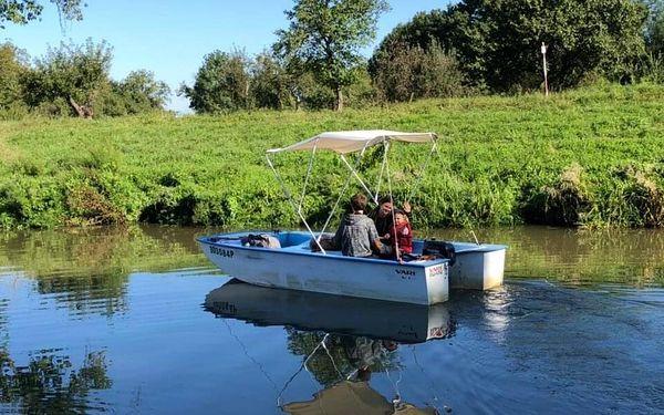 Motorový člun Kinka pro 8 osob (½ dne)3