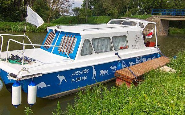 Splujte Baťův kanál na lodi či motorovém člunu