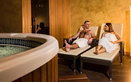Aquapalace: privátní sauna a vířivka pro 4, víno
