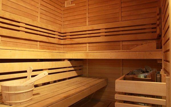 Vířivka a sauna pro dva (100 minut) + láhev vína2