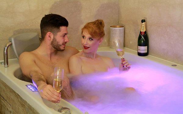 Vířivka a sauna pro dva (100 minut) + láhev vína3