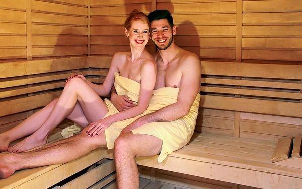 Vířivka a sauna pro dva (100 minut) + láhev vína4