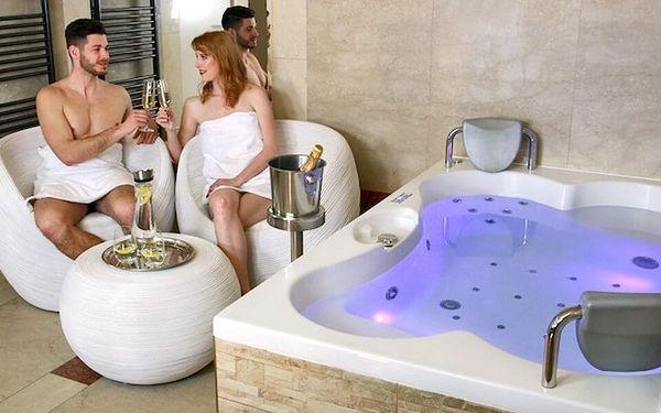 Vířivka a sauna pro dva (100 minut) + láhev vína5