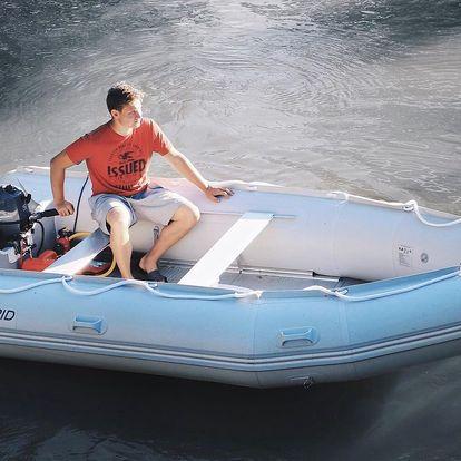 Zapůjčení motorového člunu na Baťově kanále