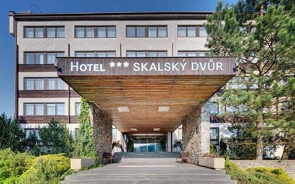 Vysočina u CHKO Žďárské vrchy a břehu rybníka: Hotel Skalský Dvůr *** se snídaněmi a bazénem + zážitková karta