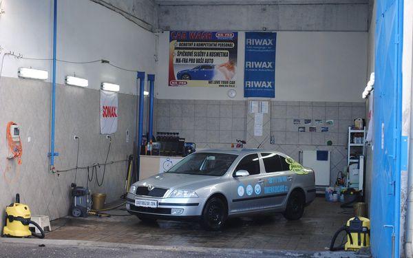 Profesionální ruční mytí interiéru vozidla včetně tepování5