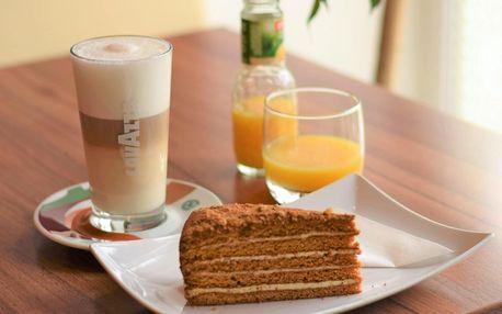 Příjemné posezení u kávy i vína a toastu či dortu