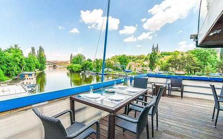 Romantický pobyt na Vltavě s výhledem na Vyšehrad