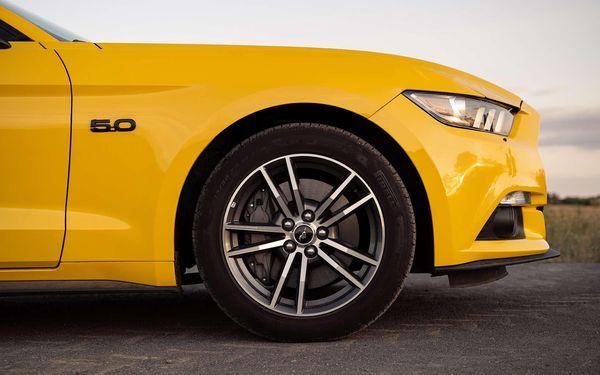 20 minut spolujízdy ve Fordu Mustang GT2