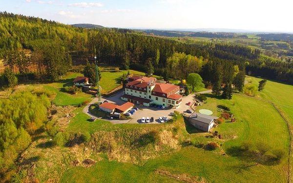 Užijte si zasloužený odpočinek v resortu s neopakovatelným výhledem na Náchod a jeho okolí. Čeká na Vás bazén s protiproudem, vyhřátá sauna, uvolňující masáže, výborná kuchyně, rozlehlá zahrada s minigolfem a další slasti. Hotel je navíc vhodným východis5