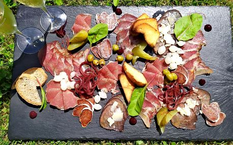 Studený talíř pro dva: sušená masa i prosecco
