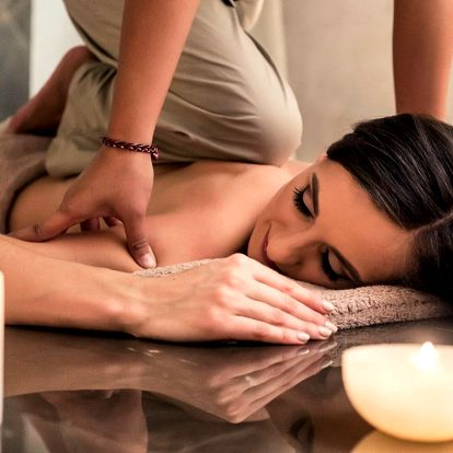 Hodinová tradiční thajská nebo aroma olejová masáž