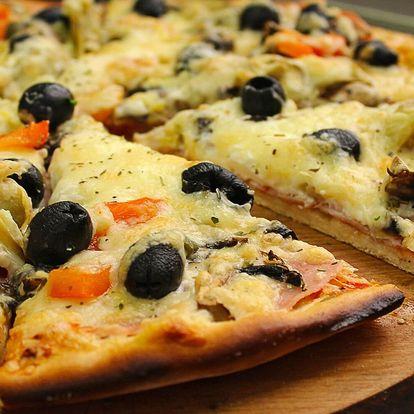 Půlka, jedna nebo rovnou dvě pizzy dle výběru s sebou