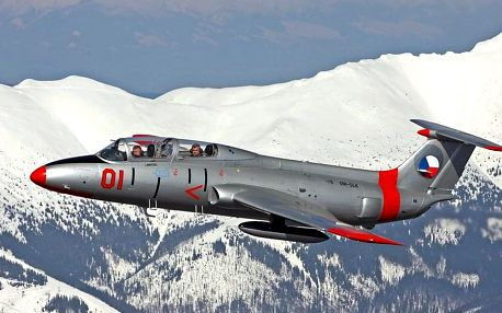 Zážitkový let ve stíhačce L-29 Delfín na Slovensku