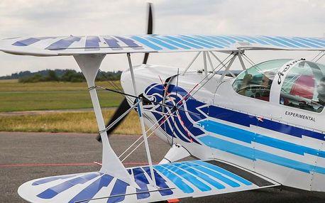 Neskutečný let akrobatickým letadlem rychlostí přes 300 km/h