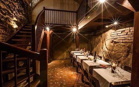 Degustace šesti vzorků vín v malém sklepě Hotelu Lahofer
