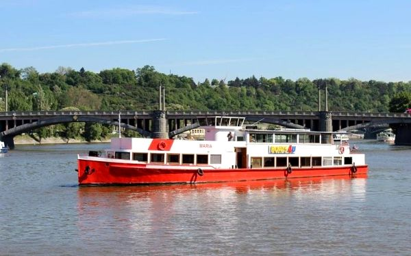 Plavba po Vltavě na výletní lod