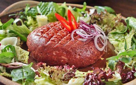 300 g nebo i půl kila hovězího tataráku a porce topinek