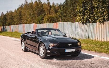 Parádní jízda v Mustangu: řízení i zapůjčení vozu