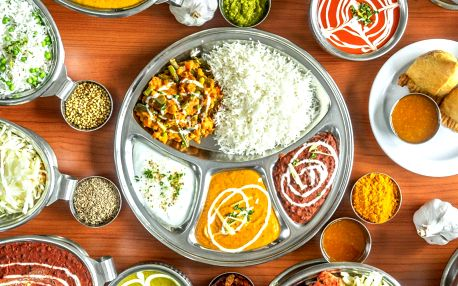 Indické menu pro dva: vegetariánské, kuřecí i jehněčí