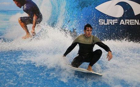 Indoor surfing aneb surfování na stabilní umělé vlně až na dvě hodiny