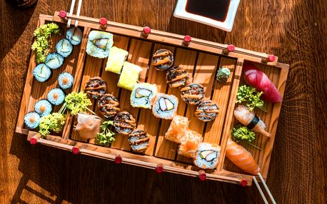 18 až 58 ks sushi s rybami, krevetami i zeleninou