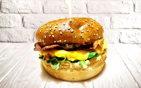 Jeden či dva sendviče z burgrárny v centru Hradce