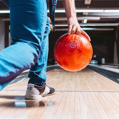 Bowling až pro 6 hráčů: dráha na 60 nebo 120 min.