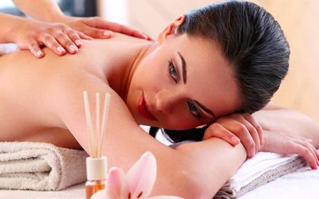 Hodinová masáž pro unavené ženy a workoholičky