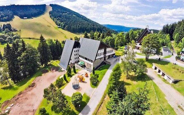 Krkonoše: Luxusně Pytloun Wellness Hotel Harrachov **** s wellness, masáží, welcome drinkem a polopenzí