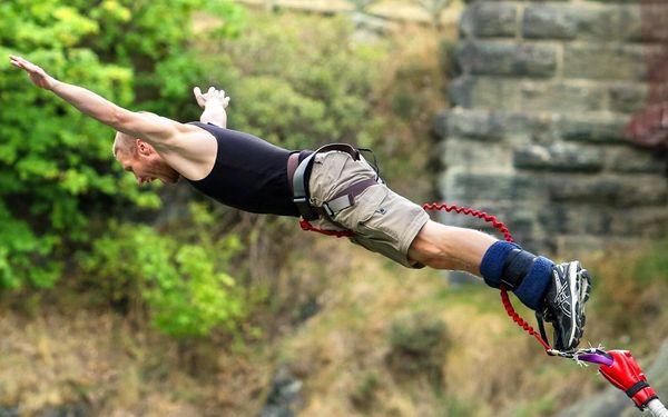 Extrémní bungee jumping z nejvyššího mostu v ČR