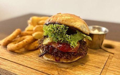 Hovězí burger podle výběru, dip a bramborové cripsy