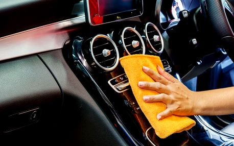 Mytí interiéru auta suchou i mokrou cestou