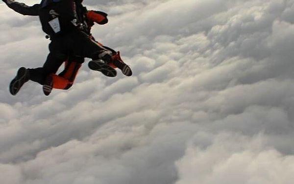 Tandemový seskok z výšky 4000 m2