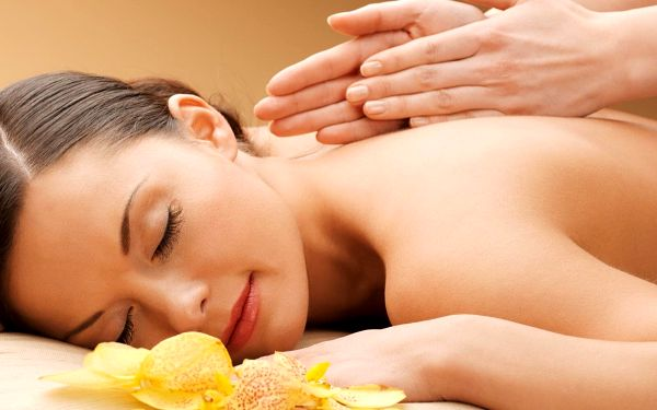 Klasická masáž zad a šíje aroma olejem dle výběru